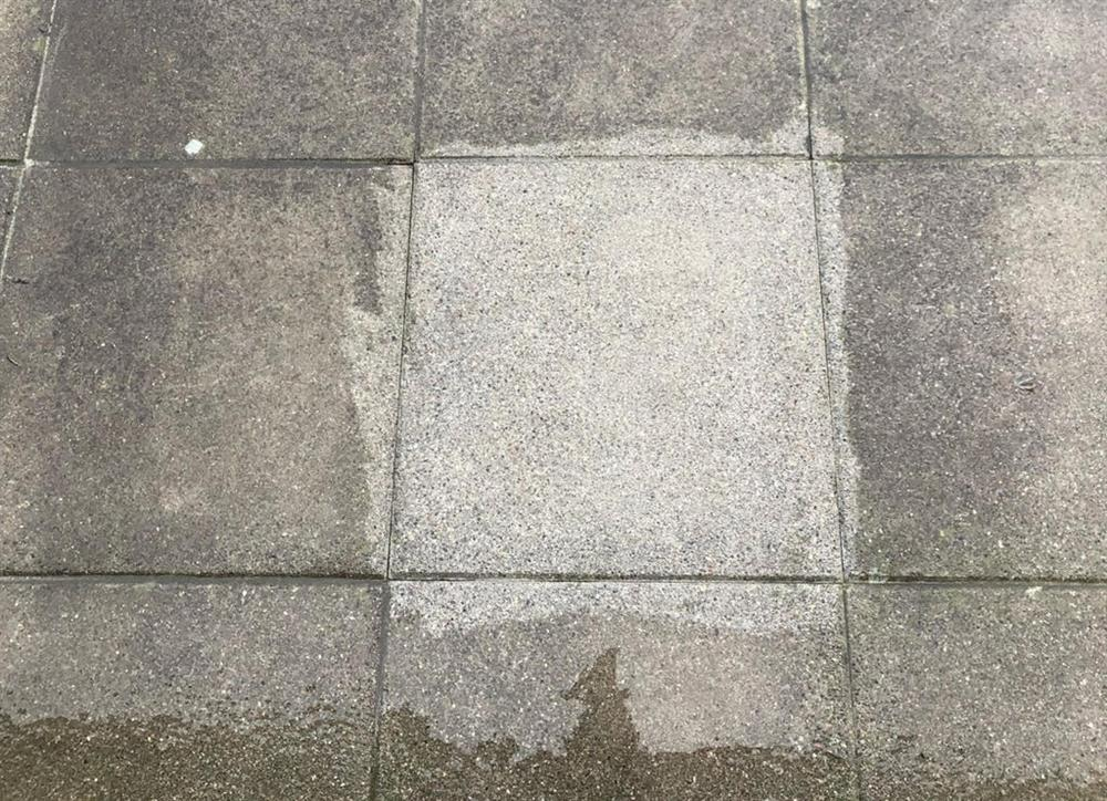 Steinterrasse Reinigen. Steinplatten ...
